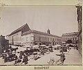 Piac a Városház téren, balra a Március 15. (Eskü) tér, szemben a Piarista (Kötő) utca és Vas-udvar. - Budapest, Fortepan 82368.jpg