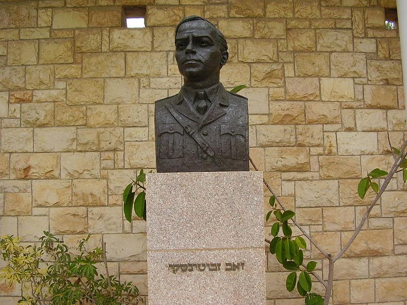 פסל של זאב ז'בוטינסקי