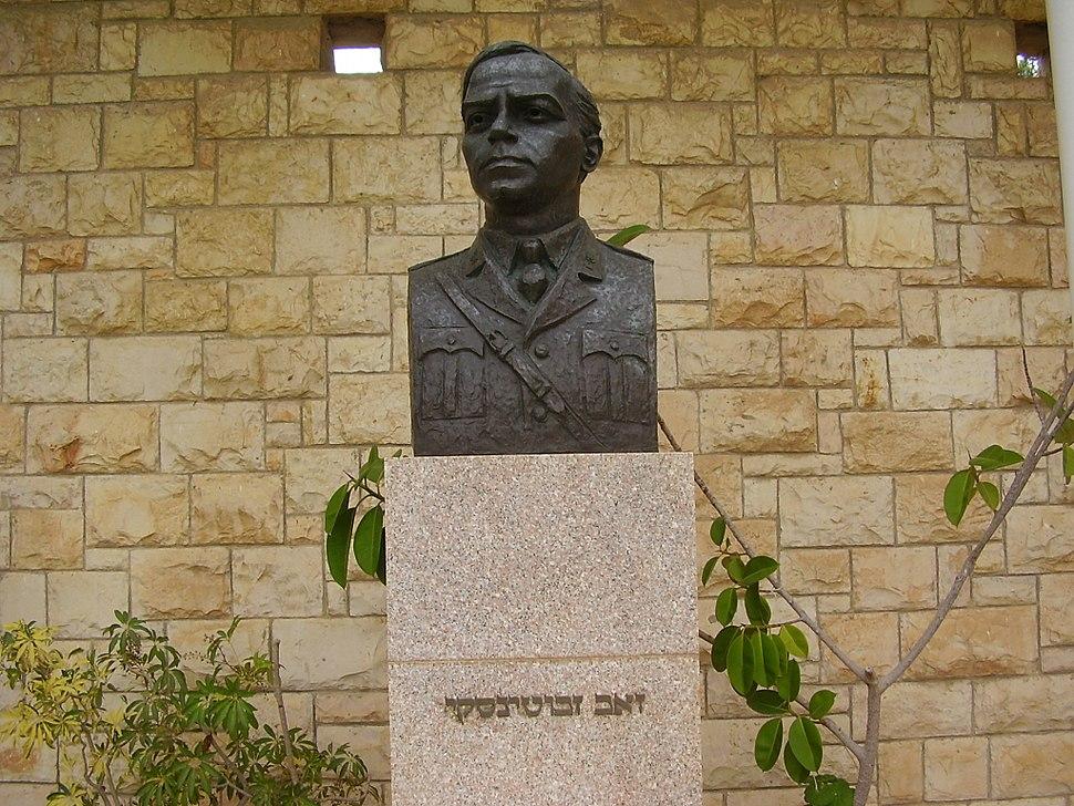 PikiWiki Israel 19022 Sculpture of Zeev Jabotinsky in Avihayil