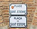 Place Saint-Étienne (Toulouse) - Plaques.jpg