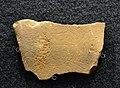 Plaqueta gravada de la cova del Parpalló, Solutrià superior, museu de Prehistòria, València.JPG