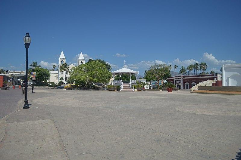 File:PlazaPrincipalCabos5.JPG