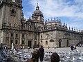 Plaza de Quintana, con la torre del reloj de la Catedral de Santiago de Compostela a la izquierda.JPG
