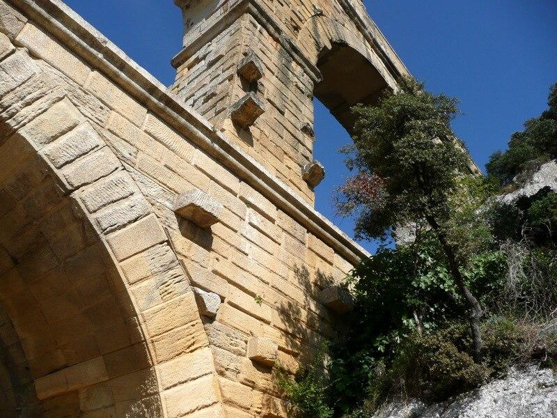 Pont du Gard stonework