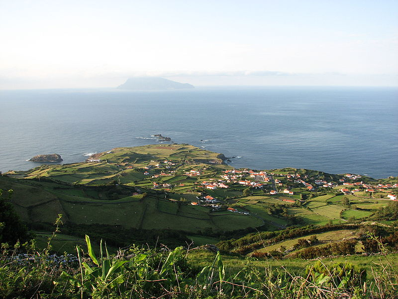 Image:Ponta Delgada das Flores with Corvo.jpg