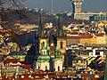 """Prag - Blick zum Altstädter Ring mit Kirche der Jungfrau Maria vor dem Tein hinter der Nikolauskirche - Pohled na Staroměstské náměstí s """"Kostel Panny Marie před Týnem"""" za kostelem Sv. Mikuláše - panoramio.jpg"""