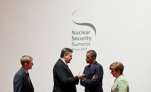 2012 Nuclear Security Summit - Barack Obama talks with President Viktor Yanukovych of Ukraine