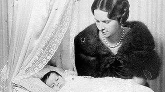 Princess Margaretha, Mrs. Ambler - The newborn Princess Margaretha with her mother, Princess Sibylla.