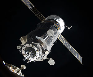 Docking and berthing of spacecraft - Image: Progress M 05M docking