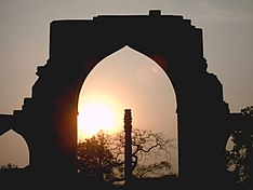 Qutb Complex Iron Pillar Sunset.JPG
