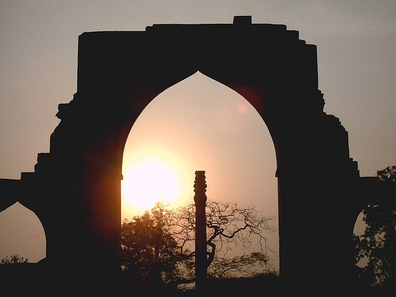 File:Qutb Complex Iron Pillar Sunset.JPG