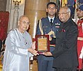 Ram Nath Kovind presenting the Sangeet Natak Akademi's Fellowships (Akademi Ratna) and Sangeet Natak Akademi Awards (Akademi Puraskar) for the year 2016, at the investiture ceremony, at Rashtrapati Bhavan, in New Delhi (7).jpg