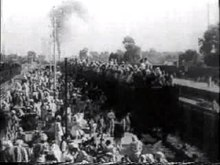 চিত্র:Refugees on train roof during Partition.ogv