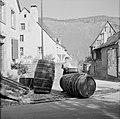 Reinigen van wijnvaten met heet water, Bestanddeelnr 254-4129.jpg