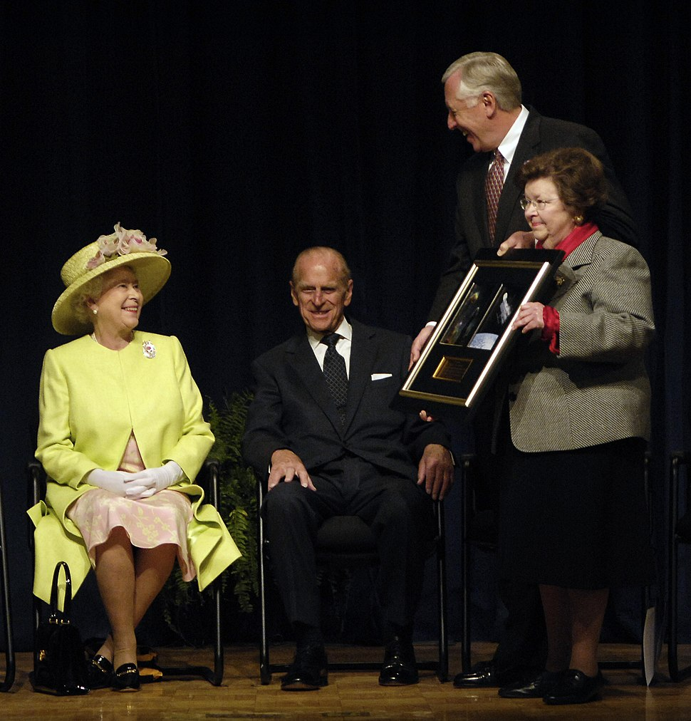 Rep. Hoyer and Sen. Mikulski present photo to Queen Elizabeth II and Prince Phillip, May 8, 2007
