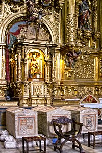 Retablo mayor y sepulcros de las tres infantas (Colegiata de Covarrubias).jpg