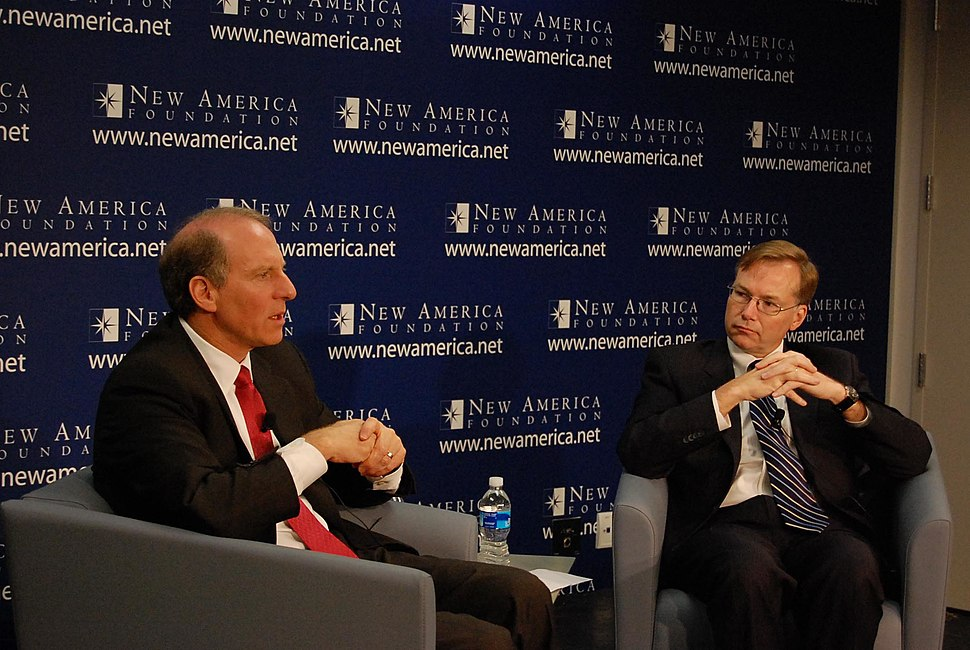 Coll (right) with Richard N. Haass, President of the Council on Foreign Relations