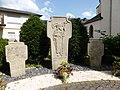 Rivenich Friedhofskreuze.jpg