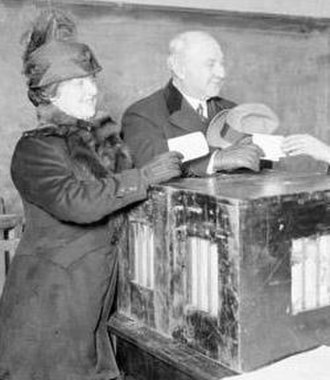 1919 Chicago mayoral election - Democratic candidate Robert Sweitzer and his wife cast their votes in the election
