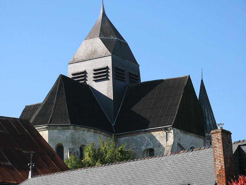Rozoy-sur-Serre (Aisne, France) -  Le chevet et le transept (vus du Nord-Est) de l'église fortifiée.   Camera location  49°42′28.56″N, 4°07′46.11″E  View this and other nearby images on: OpenStreetMap - Google Earth    49.707934;    4.129475
