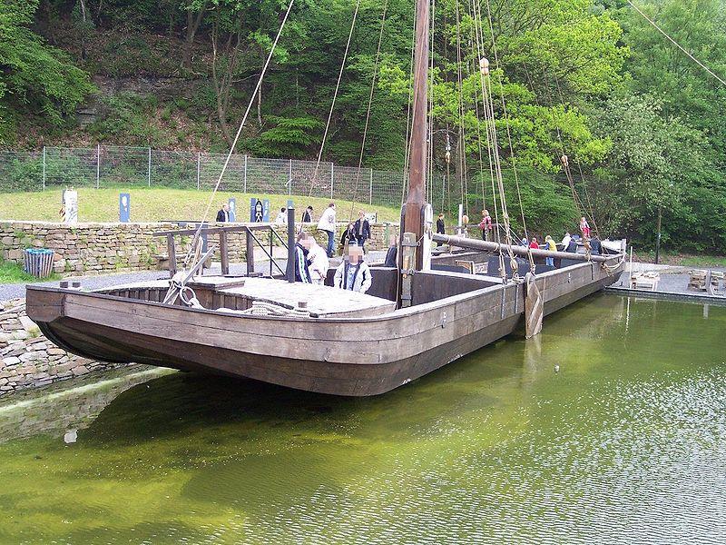 https://upload.wikimedia.org/wikipedia/commons/thumb/6/65/Ruhrschiff_Zeche_Nachtigall.jpg/800px-Ruhrschiff_Zeche_Nachtigall.jpg