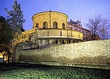 ที่บรรจุศพที่วัดซานตาคอสแทนซา (Mausoleum of Santa Costanza) ที่โรมมีชาเปลกลมสร้างโดยพระเจ้าคอนแสตนตินเมื่อคริสต์ศตวรรษที่ 4