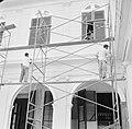 Schilders bij het Gouvernementspaleis aan het Gouvernementsplein in Paramaribo, Bestanddeelnr 252-2290.jpg