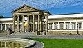 Schloss Rosenstein südwestliche Hauptfassade mit Haupteingang.jpg