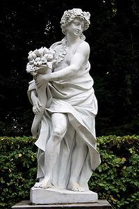 Schwetzingen Schlosspark Skulpturen 14.jpg