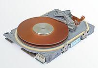 Image of a dismantled Seagate ST-225 harddisk.