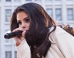 Selena Gomez TODAY Show Live 2015 (50144934103) (cropped)