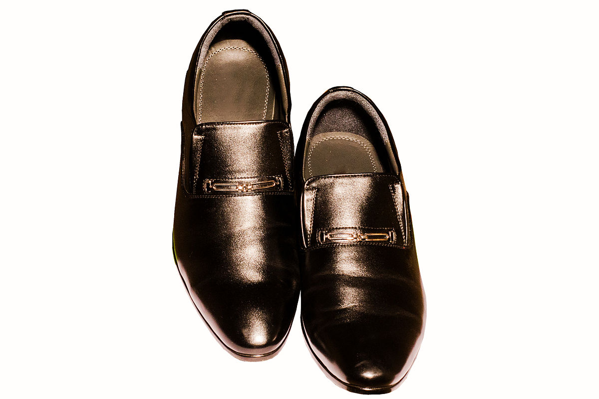 Dress Shoe Leather Soles Versus Synthetic