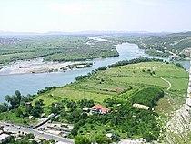 Skadar, soutok Drinu a Buny v roce 2004.jpg