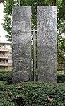 Skulptur Hindenburgdamm 30 (Lifel) Two Rectangles Vertical Gyratory Down&George Rickey&1970.jpg