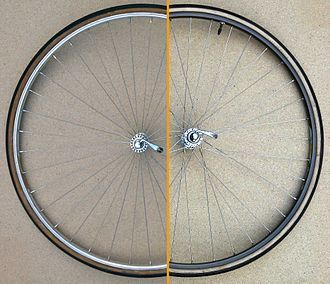 Wheelbuilding - Radial (left) and semi-tangential (right) bicycle spoke patterns