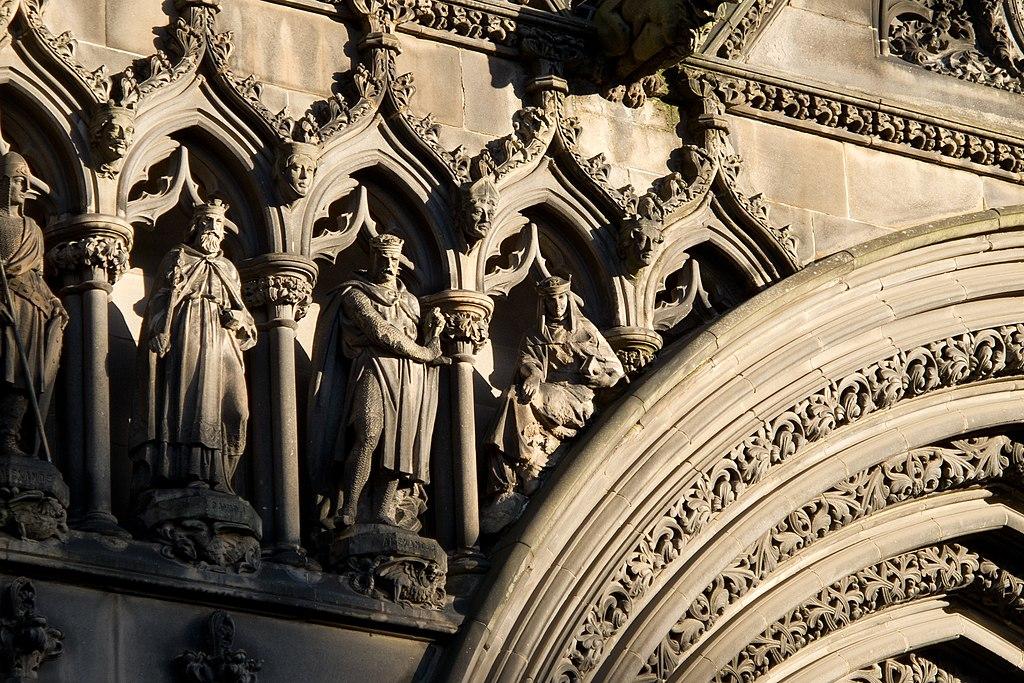 Détails de la façade gothique de la cathédrâle Saint Giles à Edimbourg. Photo de Carlos Delgado