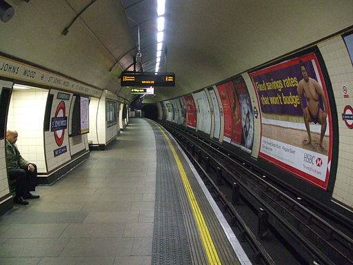St Johns Wood stn westbound look east