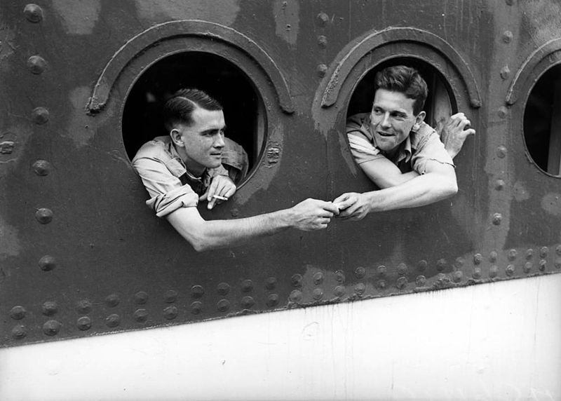 File:StateLibQld 1 211948 Soldiers looking out the portholes of a ship returning home from overseas, 1942.jpg