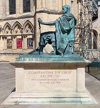 Statue of Constantine the Great, York - Image: Statue Constantin 1er York 2