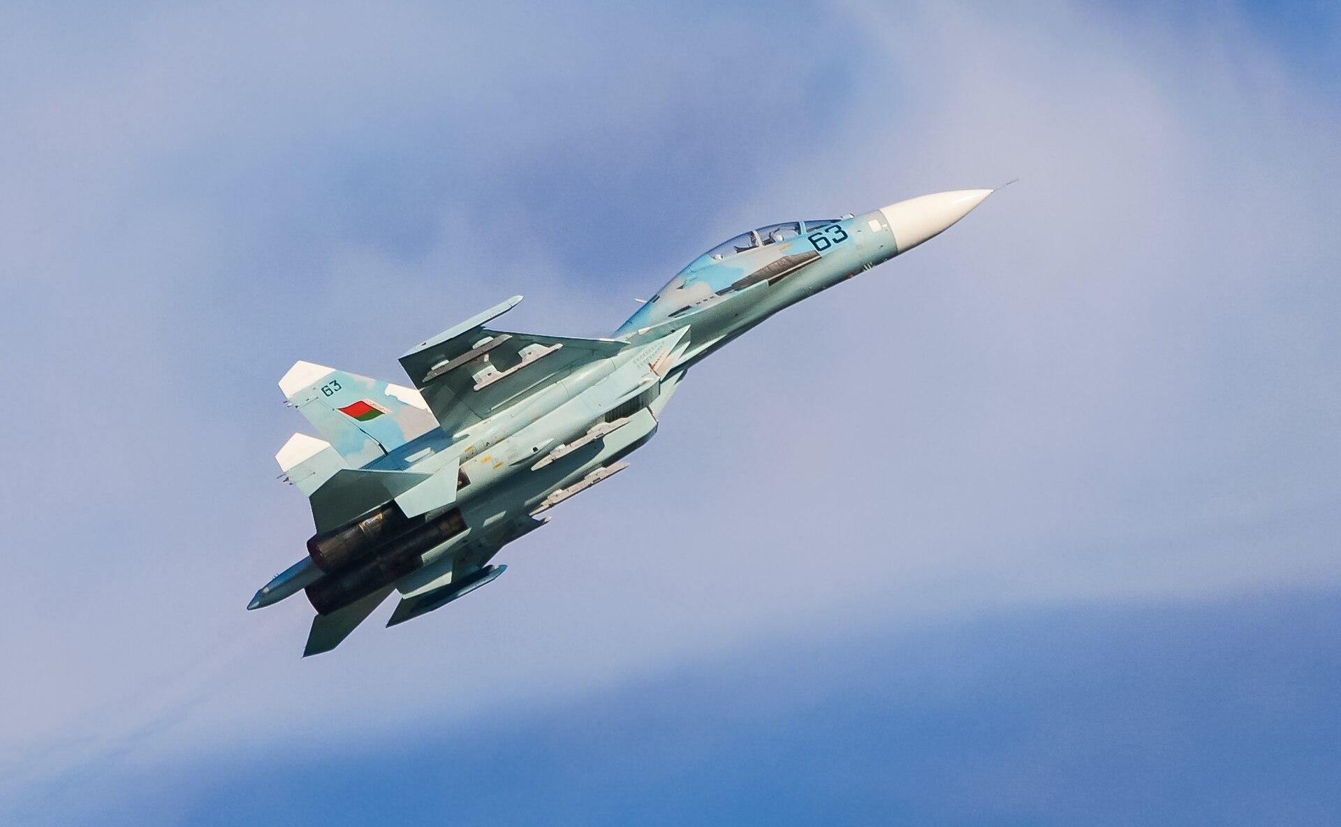 السودان ربما استلم اعداد اضافيه من مقاتلات Su-24 Fencer 1920px-Su-27UBM_Radom_2009_c