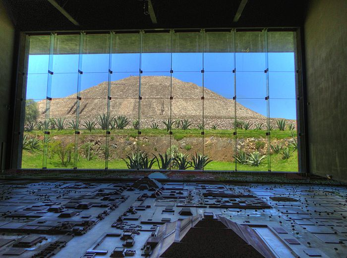 Pyramid of the Sun and the Teotihuacan Diorama at the Teotihuacan Museum. SunPyramid.jpg