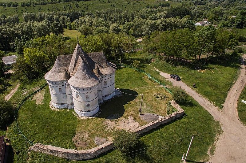 Покровська церква (Сутківці), фото з БПЛА. Фото: GeneMrRoboto, CC BY-SA 4.0