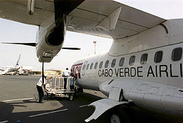 Een ATR 42 van TACV op Amílcar Cabral International Airport