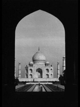 Taj Mahal from the Great Gate.jpg