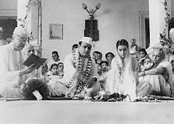 The marriage ceremony of Feroze Gandhi and Indira Gandhi, March 26, 1942 at Anand Bhawan, Allahabad.jpg