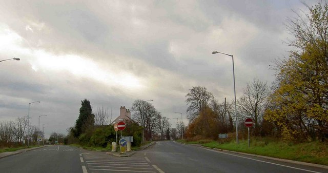 The pink house junction on the A638 leaving Bawtry - geograph.org.uk - 1061650