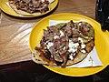 Tlacoyo con bistec, salsa de pasilla y salsa verde.jpg
