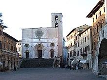 Il Duomo, in piazza del Popolo.