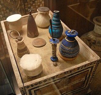 TT8 - Toilet box and vessels of Merit