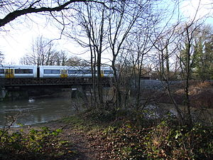River Medway - Image: Tonbridge SEML Bridge 0053